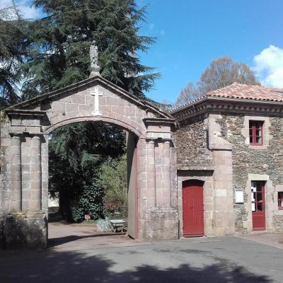 le porche de l'Abbaye de Belle Fontaine